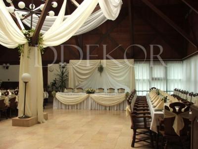 ASE Étterem Paks krém esküvői dekoráció