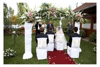 Élővirágos ceremónia kapu