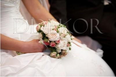 Rózsa minirózsa menyasszonyi csokor
