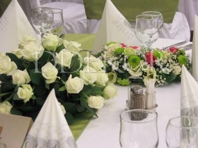 Univer csoport 60 éves rendezvény dekor Három Gúnár Rendezvényház a kiemeltek asztaldísze